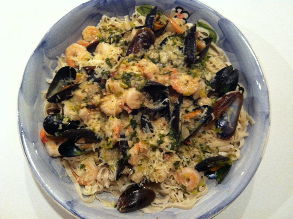 Seafood Medley with Linguine | megarecipes